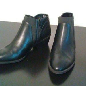 NWT Simply Vera by Vera Wang Black Ankle Boots
